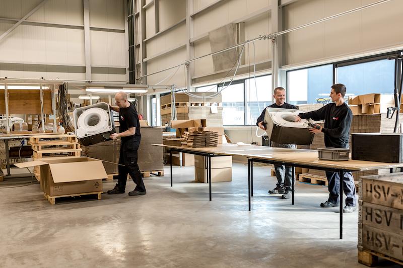 HSV-TMP hat sich auf die nachhaltige Entwicklung und Produktion von großen Kunststoffteilen spezialisiert.